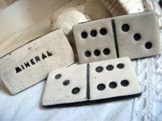 Petits dominos en terre cuite émaillée  Fabrication artisanale  boutique minéral
