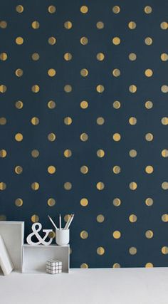 gold polka dot wall. Would be really pretty with ivory/pale walls and the gold, too...light contrast