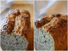 Et mettende, saftig og godt grovbrød bakt med sesammel.  Dette brødet hevet seg godt i ovnen, og ble luftig og flott. Neste gang tenker jeg ...