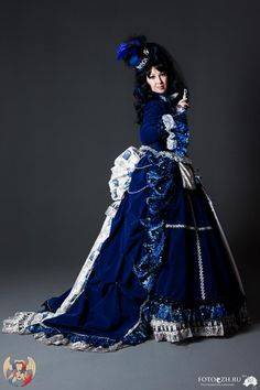 Russian cosplayer and DeviantART member Rimudo-Blanche unveiled this luscious velvet TARDIS gown
