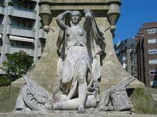 Monumento à reconquista Celtic, Statue, City, Spain, City Life, Monuments, Islands, Sculptures, Turismo