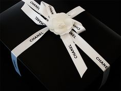 Chanel - I want to shop there - Love the Camelia as the final touch to this wrapping. Coco Chanel, Chanel Box, Balenciaga, Luxury Packaging, Pretty Packaging, Chanel Couture, Classy And Fabulous, Wraps, Gift Wrapping