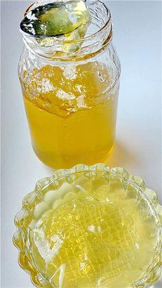 Мятный джем с базиликом и лимоном: На 1 л воды: 100 г свежей мяты50 г зеленого базилика,  1 лимон, 1 кг сахара, 80 г желфикса (2:1)