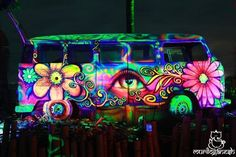 Awesome 10 Eccentric and Colorful Pictures Hippie Van Modification Ideas - Awesome Indoor & Outdoor Vw T1 Camper, Hippie Camper, Kombi Motorhome, Volkswagen Bus, Campers, Vw Hippie Van, Vw T5, Hippie Style, Combi Hippie