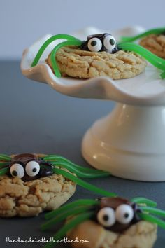 Peanut Butter Spider Cookies! the perfect halloween treat!