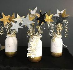 Mason jars DIY, Twinkle twinkle little star theme - table centerpiece Moon & St. Mason jars DIY, Twinkle twinkle little star theme - table centerpiece Moon & Stars Baby Shower Ideas with loved to the moon and twinkle twinkle little. Shower Party, Baby Shower Parties, Baby Shower Themes, Baby Shower Decorations, Shower Ideas, Shower Games, Baby Shower Table Centerpieces, Silver Decorations, Food Decoration