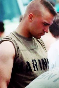 High and tight: Photo Short Fade Haircut, Flat Top Haircut, Very Short Haircuts, Cool Mens Haircuts, Short Hair Cuts, Men's Haircuts, Army Men, Military Men, Marine Haircut