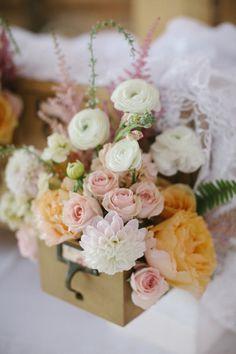 fluffy pink + peach centerpiece | Leslie Hollingsworth #wedding