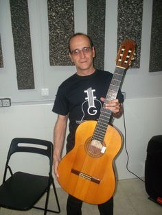 Hola Amigos Aquí tenemos al Maestro Javier Romanos, gran músico y gran Maestro del Toque Flamenco de la zona sur de Madrid, gran amigo de la Fundación Guitarra Flamenca, un abrazo Maestro Un saludo Fundación Guitarra Flamenca www.fundacionguitarraflamenca.com