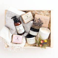 Discover our unique curated gifts, luxury gift boxes and premium gift baskets for her. Our women's gifts include the finest in apothecary, home, custom gift boxes, curated gift baskets and more. Gifts For New Moms, Gifts For Him, Mom Gifts, Gift Hampers, Gift Baskets, Natural Sea Sponge, Decoration Photo, Soy Candles, Sunnies Studios