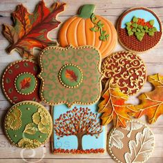 Pastry chef Amber Spiegel of SweetAmbs adorns cookies with beautifully intricate designs and textures, often using little more than icing and some basic tools. Aspiring cake artists can peruse her .////This is what I imagine when I think about cookies! Fancy Cookies, Iced Cookies, Cute Cookies, Royal Icing Cookies, Sugar Cookies, Elegant Cookies, Making Cookies, Cupcakes, Cupcake Cookies