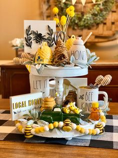 xmas decor decor ideas kitchen decor with yellow walls decor tips decor ideas for bedroom color is farmhouse decor to shop for farmhouse decor decor inspiration Style At Home, Chinoiserie, Plywood Furniture, Bee Party, Donia, Tiered Stand, Bee Crafts, Cute Signs, Tray Decor
