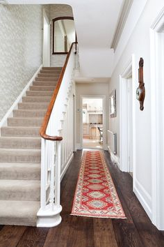 15 Victorian Hallway Interior Designs You'd Love To Have In Your Home – carpet stairs Victorian Hallway, Victorian Terrace, Victorian Homes, Stair Handrail, Banisters, Stair Rods, Edwardian Haus, Balustrades, Hallway Inspiration