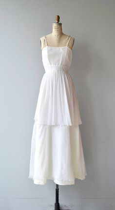 Simple 1970s white wedding gown with micro-pleating, spaghetti straps, slightly elevated waist, tiered skirt and back zipper. Chiffon over acetate slip lining.  --- M E A S U R E M E N T S ---  fits like: small bust: 34 waist: 26 hip: 39 length: 57 brand/maker: n/a condition: excellent  ✩ layaway is available for this item  To ensure a good fit, please read the sizing guide: http://www.etsy.com/shop/DearGolden/policy  ✩ more vintage dresses ✩ http:/&#x2...