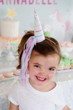 créez une véritable ambiance de fête avec un chapeau licorne personnalisé façon corne et queue de licorne