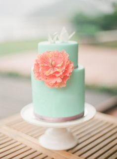 #mint and #coral #cake | Hong Kong Wedding Shoot from Carmen Weddings + Jada Poon Photography  Read more - http://www.stylemepretty.com/destination-weddings/2013/10/29/hong-kong-wedding-shoot-from-carmen-weddings-jada-poon/