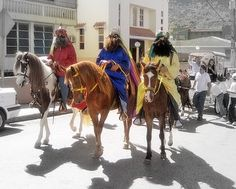 Dia de los Reyes- Spanish holiday honoring the three kings who gave gifts to Jesus Christ