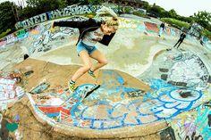 Kickflips are cool /Asiaskate/ Skate Photos, Skate Girl, Skate Style, Skateboard Girl, Beautiful Models, Girl Photography, Snowboarding, Urban Fashion, Urban Outfitters