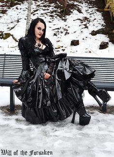 Dark Fashion, Gothic Fashion, Rubber Dress, Vinyl Clothing, Gothic Models, Goth Beauty, Latex Dress, Latex Girls, Dress With Boots