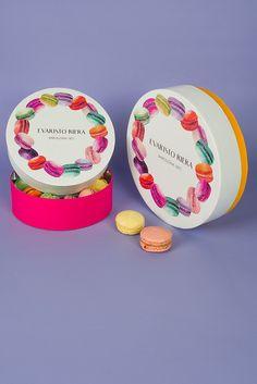 Macarons packaging rounded manufacturer from Barcelona. Caja redonda de macarons de lujo fabricada en Barcelona por Evaristo Riera. Easter / Pascua