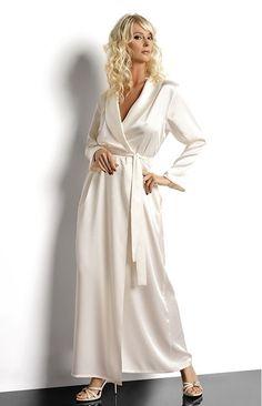 luxueux long déshabillé en satin très chic, fluide et féminin.