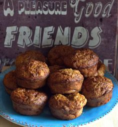 Sweet and savory pumpkin muffins, with dates and feta cheese I Foods, Feta, Muffins, Pumpkin, Cheese, Breakfast, Sweet, Morning Coffee, Candy