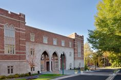 Glavé & Holmes won a National Palladio Award for the design of the University of Richmond Carole Weinstein International Center