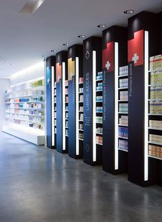 PHARMACIE / PARAPHARMACIE / agencement pharmacie design / retail / beauty / display / concept / Architecture Intérieure MAYELLE / Design Graphique APARTÉ / Photographie Pierre Rogeaux