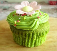 Green Tea Cupcakes with Green Tea Frosting recipes - Social Cooking Engine Green Tea Cupcakes, Vanilla Bean Cupcakes, Pretty Cupcakes, Baking Cupcakes, Yummy Cupcakes, Cupcake Recipes, Dessert Recipes, Desserts, Green Cake