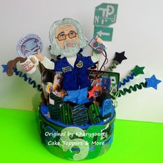 Adult party 60th's ELECTRICIAN / RETIREMENT LOOK ALIKE BIRTHDAY CAKE TOPPER
