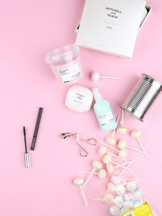 Love this photo - flatlay fashion womens style inspiration makeup - womenswear bayse luxe activewear Flat Lay Photography, Still Life Photography, Fashion Photography, Product Photography, Photography Ideas, Neon Photography, Object Photography, Photography Accessories, Makeup Photography