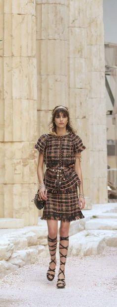"Make a short sleeve blouse and skirt with checkered fabric.Chanel Cruise 2018 at the Grand Palais in Paris, ""The Modernity of Antiquity"" inspired by Greece Fashion Moda, Fashion 2018, Spring Fashion, Fashion Outfits, Womens Fashion, French Fashion, High Fashion, Chanel Jacket, Chanel Couture"