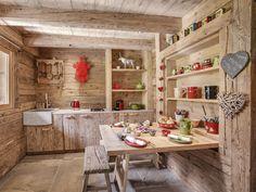 Le Chalet Patagonia est un luxueux chalet à La Clusaz. Cette superbe ferme rénovée pour 12 personnes se trouve à deux pas des remontées et du village.