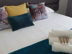 24 on Latimer in East London. Situated in the popular suburb of Berea is a modern fully furnished apartment to let. This is a spacious one bedroom apartment with an en suite bathroom and secures on-site On Latimer is centrally situated. The apartment is