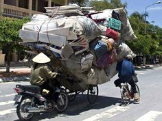 I came across these pics and they made me laugh. so I got to thinking some of you probably have some funny bike pics of your own. Please share your funny. Funny Images, Funny Photos, Moving Humor, Moving Day, Moving Tips, Moving House, Teamwork, Trains, Transportation