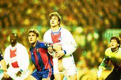 Partido de ida de cuartos de final de la Champions League 1994-95 entre el Barça y el PSG disputado en el Camp Nou. Jose Mari, junto a Ginola