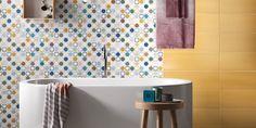 Voimakas keltainen yhdistettynä geometrisiin kuvioihin tuo mieleen 70-luvun. Seinäaatat: LPC Play2 26MIX ja Play 26Y │ Laattapiste Curtains, Shower, Retro, Bathroom, Prints, House, Play, Rain Shower Heads, Washroom