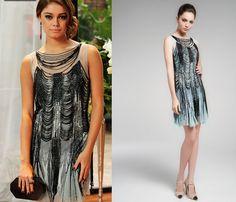 Amora usou vestido de tule azul com bordado de franjas da Vivaz com brincos assinados por Carla Amorim.