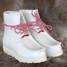 Sapmi white näbbsko - från Stoorstålka. www.stoorstalka.com Baby Shoes, Lappland, Handicraft, Folk, Inspiration, Clothes, Life, Image, Style