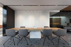 Proyecto: Remodelación de las oficinas del Grupo Empresarial ONE, realizado por @manuelgarciaaso . Elegante espacio de atención al cliente con pavimento #Iseo , mesa #Touché y revestimiento #Storm .