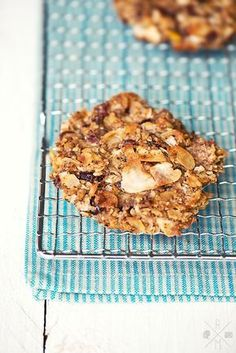 No sugar no flour apple and nut cookies I Apfel-Nuss-Kekse ohne Mehl und ohne Zucker Low Carb Sweets, Vegan Sweets, Healthy Sweets, Healthy Baking, Healthy Snacks, Apple Recipes, Clean Recipes, Low Carb Recipes, Sweet Recipes