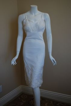 1950s Gotham Gold White Slip, New Old Stock, with lovely rose appliques adorning the bottom and top - would make a great bridal slip!
