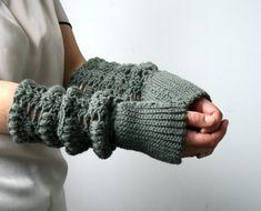 Crochet pattern, girl and women knit look fingerless glove pattern, wrist warmer crochet pattern, crochet glove pattern by Luz Patterns #crochetpattern #crochet