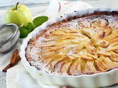 Verwöhnen Sie ihre Gäste mit einer Tasse Kaffee und einem köstlichen Stück Apfelkuchen mit Quark. Das kostenlose Backrezept für den Kuchen finden Sie hier!
