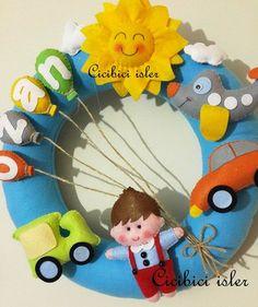 keçe kapı süsü,el emeği kapı süsü, isimlik, bebek odası süslemesi, doğum odası kapı süsü, bebek isimlik, bebek kapı süsü, özel tasarım kapı süsü,kapı süsü Baby Crafts, Felt Crafts, Diy And Crafts, Arts And Crafts, Felt Animal Patterns, Stuffed Animal Patterns, Baby Hangers, Felt Wreath, Felt Baby