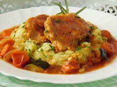 Plátky masa lehce naklepeme, osolíme a opepříme. Do mísy dáme rajčata, pivo, hořčici, olej, cukr s chilli a nasekaný česnek. Promícháme, vložíme... Pork Tenderloin Recipes, Ham, Risotto, Food And Drink, Yummy Food, Chicken, Baking, Ethnic Recipes, Kitchen
