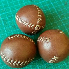 A new ready made set of 3 leather juggling balls flying to California. We'll have to go there some day to visit all our customers ;)