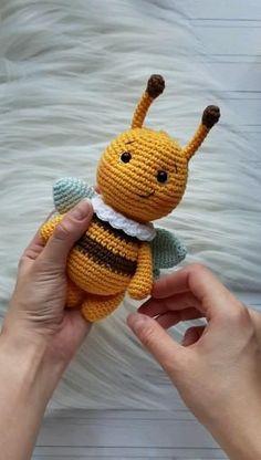 Crochet Fairy, Crochet Bee, Cute Crochet, Crochet Crafts, Crochet Stitches, Crochet Projects, Crochet Patterns Amigurumi, Amigurumi Doll, Crochet Dolls