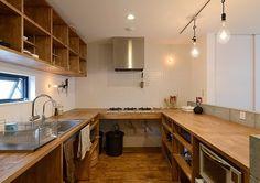 Wooden Kitchen, Rustic Kitchen, Kitchen Dining, Kitchen Decor, Shed Interior, Simple Interior, Kitchen Interior, Dark Kitchen Cabinets, Kitchen Shelves