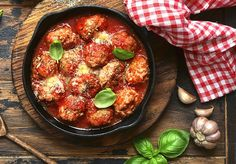 Sauce Tomate, Meal Planning, Bacon, Curry, Ethnic Recipes, Food, Moment, Meatball, Dumplings